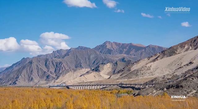 ร้อยละ 90 ของทางรถไฟสายลาซา-หลินจือ ตั้งอยู่บนที่สูงเหนือระดับน้ำทะเลกว่า 3,000 เมตร บนที่ราบสูงชิงไห่-ทิเบต (ภาพซินหัว)