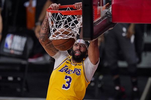 """""""เลเกอร์ส"""" เต็มถังป้องแชมป์ NBA ปิดดีล """"เดวิส"""" 5 ปี 190 ล้านเหรียญ"""