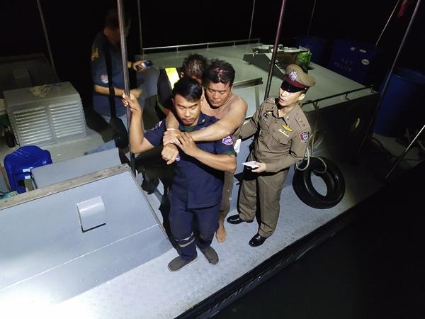 รอดปาฏิหาริย์ 2 พ่อลูก ชาวประมงชะอำ หลังออกวางอวนปูแล้วหายไปในทะเลนานข้ามคืน