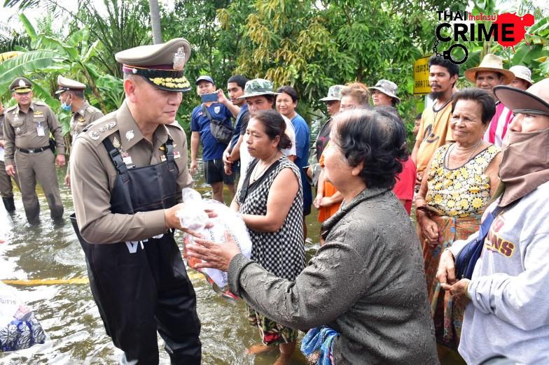 ผบช.ภ.8 ตรวจเยี่ยม ประชาชน -ตร.ประสบภัยน้ำท่วม