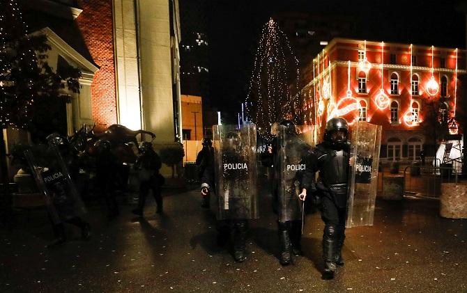 โหดไปไหม!ตำรวจยิงปลิดชีพวัยรุ่นแอลเบเนีย ฐานฝ่าเคอร์ฟิวสกัดโควิด-19
