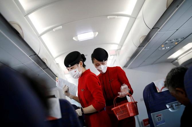 ช่วยได้!?การบินพลเรือนจีนแนะแอร์โฮสเตสสวมผ้าอ้อมป้องกันโควิด-19