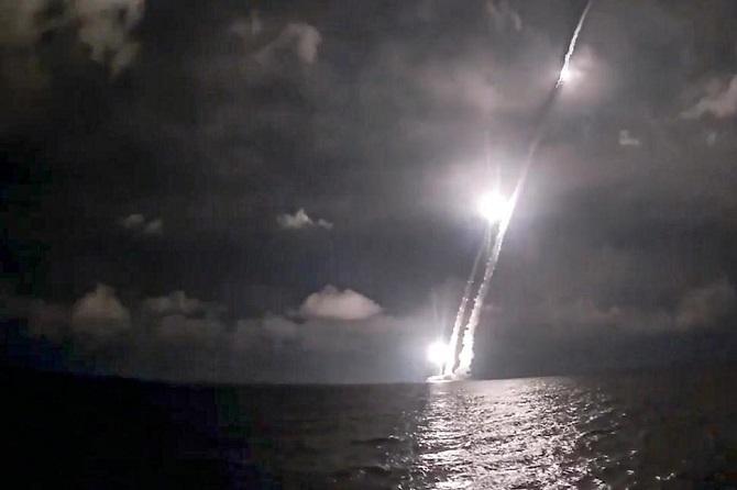 ข่มขวัญ!เรือดำน้ำรัสเซียโชว์ของยิงขีปนาวุธข้ามทวีป4ลูกรวด ท่ามกลางตึงเครียดสหรัฐฯ(ชมคลิป)
