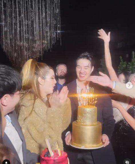 """นึกว่างานแต่ง """"เกรซ กาญจน์เกล้า"""" ฉลองวันเกิด 32 ปีสุดอลัง มีแฟนหนุ่มเคียงข้างหวานฉ่ำ"""