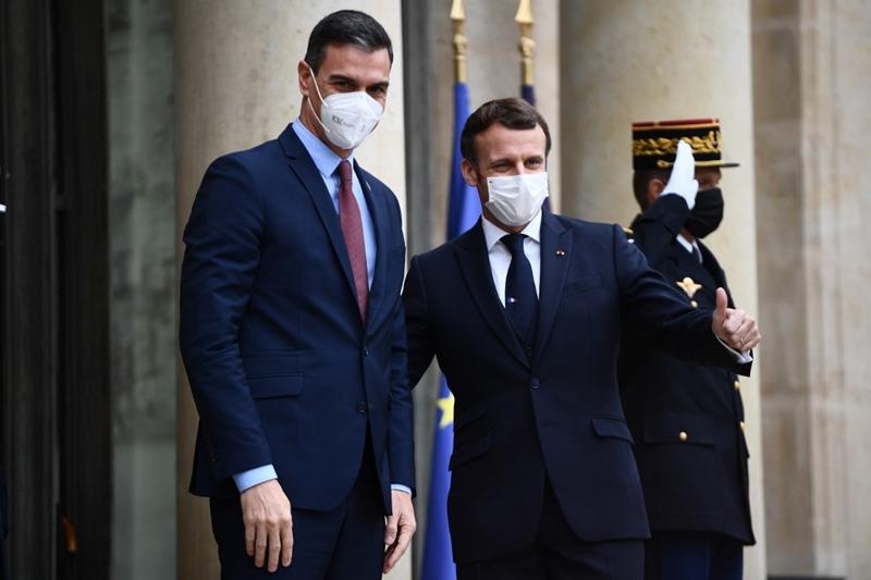 ฝรั่งเศสแถลง 'ปธน.มาครง' ติดโควิด ขณะสหรัฐฯ ยอดตาย 1 วันพุ่งทะลุ 3,700 คน