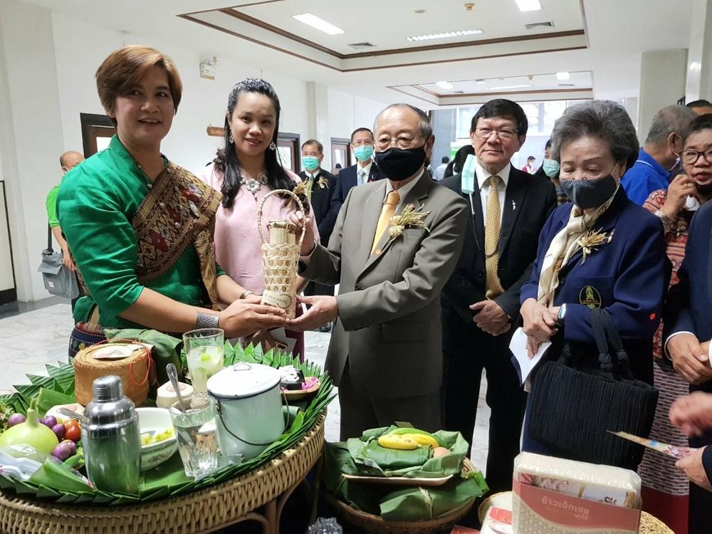 """สกสว.หนุนเที่ยววิถีชาวนา ชูจุดเด่นชาติพันธุ์และผลิตภัณฑ์ข้าว """"เจ๊กเชย"""" ที่หุงขึ้นหม้อไม่บูดง่าย"""