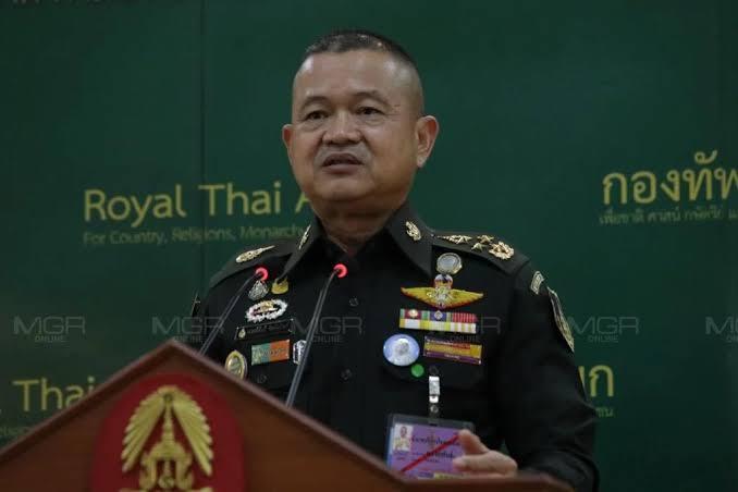 """""""บิ๊กบี้"""" ชูสถาบันจุดศูนย์รวม หน้าที่ทหาร-คนไทยต้องรักษา เมินตอบผมสาธารณรัฐ-ม.112"""