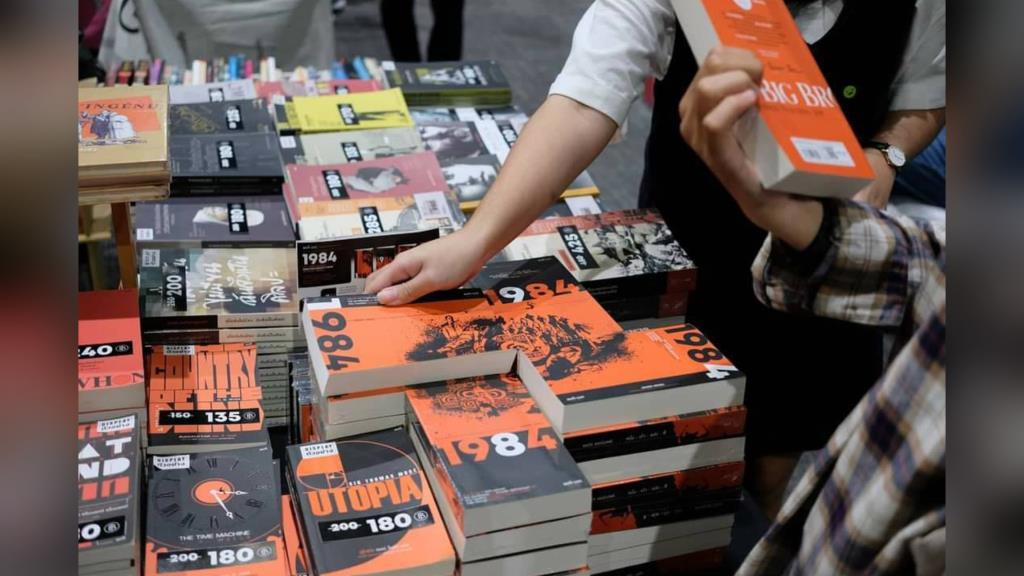 """สุดว้าว! เผยเทรนด์การอ่านหนังสือของเด็กไทย เน้น """"การเมือง สังคม ประวัติศาสตร์"""""""
