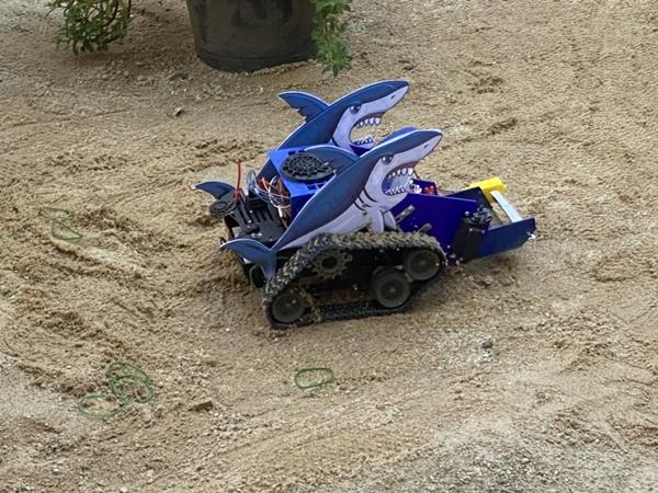 ตบมือ!!  รร.ชลราษฎรอำรุง จ.ชลบุรี คว้างรางวัลชนะเลิศประดิษฐ์หุ่นยนต์เก็บยางวงชายหาด