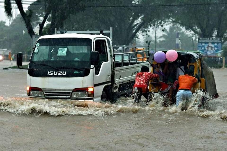 In Clip: น้ำท่วมฟิลิปปินส์ ดับ 8 อีกเกือบหมื่นอพยพออกหลังฝนตกหนักทั่วประเทศ