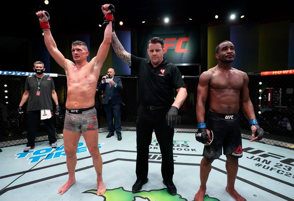 ธอมป์สัน ดักต่อยต้อนแต้ม นีล ศึก UFC Fight Night ส่งท้ายปี