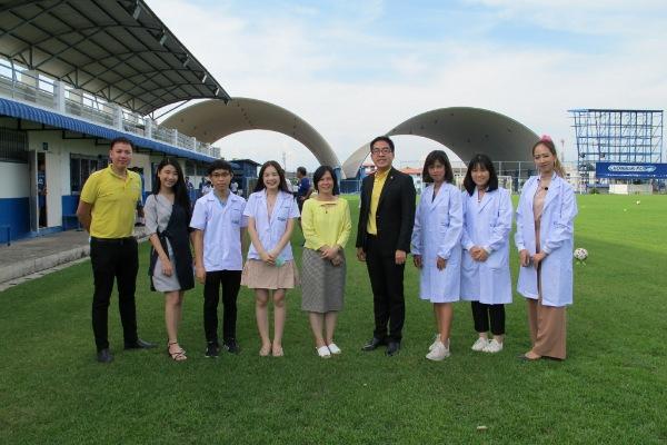 ศ.ดร.นพ. วิปร วิประกษิต นำทีมตรวจ COVID-19 นักเตะและเจ้าหน้าที่เตรียมพร้อมก่อนการแข่งขันฟุตบอล Thai Football Republic  แบบ New Normal