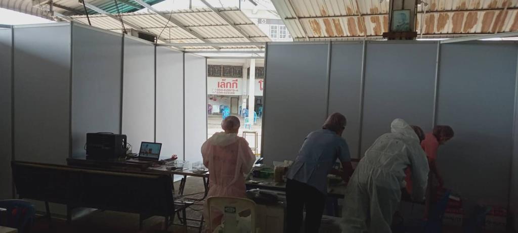 ความกลัวทำให้เสื่อม! เจ้าของร้านให้เช่าบูธร่วมสร้างโรงพยาบาลสนาม ที่ตลาดกลางกุ้งสมุทรสาคร