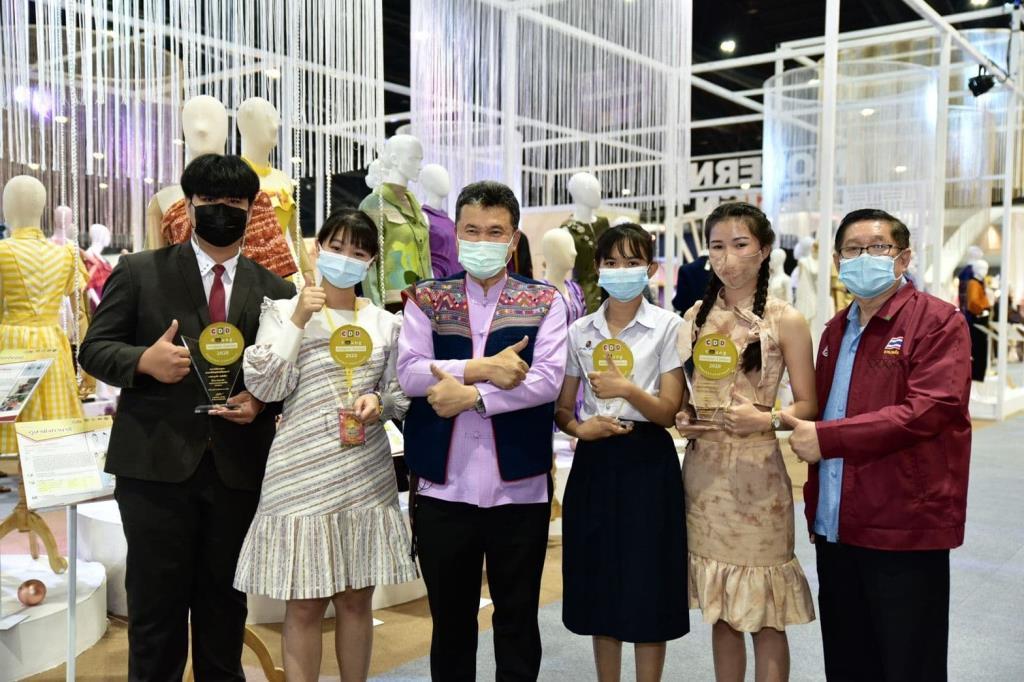 สานต่อพระปณิธานเจ้าฟ้าสิริวัณณวรีฯ พช.เชิดชูเกียรตินักออกแบบรุ่นใหม่ จุดประกายผ้าไทยสู่สากล