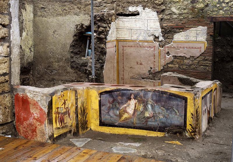 """คนโรมันยุค""""ปอมเปอี""""สองพันปีก่อนทานอร่อยทั้งเป็ดไก่หอยทากและไวน์ หลังวิจัยพบซากอาหารแช่แข็งในร้านฟาสต์ฟู้ดใต้กองเถ้าภูเขาไฟ"""