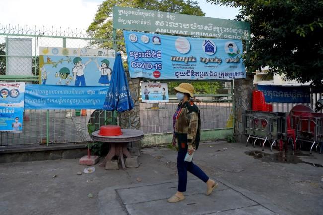 ผู้นำเขมรประกาศโควิดระบาดในชุมชนยุติแล้ว อนุญาตเปิดโรงเรียนตามปกติ