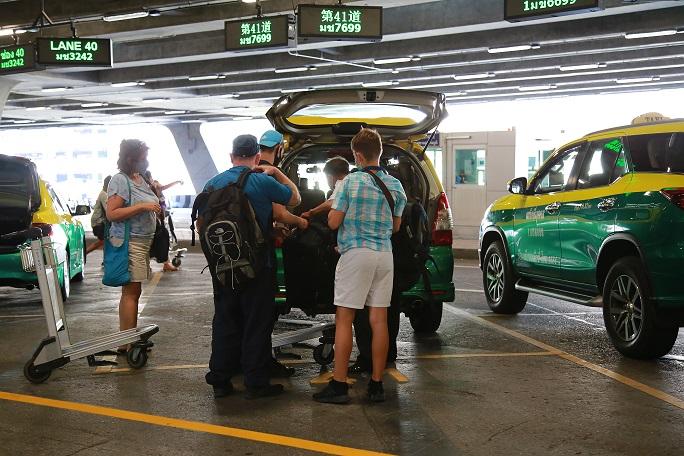 """""""สุวรรณภูมิ""""แจ้งผู้โดยสารควรรู้ ใช้แท็กซี่สนามบินมีเก็บค่าสัมภาระเพิ่ม"""