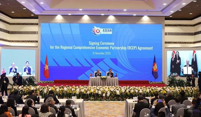 """พิธีลงนาม """"อาร์เซป"""" เมื่อวันที่ 15 พ.ย. 2020 ที่ฮานอย เวียดนาม"""
