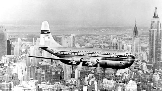 แพนแอมใช้เครื่องบินโบอิ้ง 377 สตราโตครุยเซอร์พาผู้โดยสารเหินฟ้าสู่นานาประเทศนานกว่าหนึ่งทศวรรษ ก่อนจะถูกปลดประจำการในปี 1961 เมื่ออุตสาหกรรมการผลิตเครื่องบินส่งเครื่องบินไอพ่น (Jet) เข้าสู่ธุรกิจการบินเชิงพาณิชย์ ศักยภาพการบินที่เร็วมากขึ้นและพื้นที่ใช้สอยมโหฬารยิ่งขึ้น