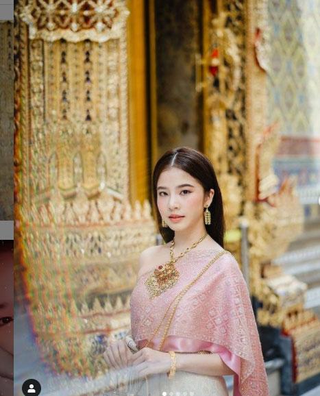 """สวยมาก """"ฝน ศนันธฉัตร""""สวมชุดไทยสุดอลังครั้งแรก ส่งท้ายปีเก่าให้แฟนๆ"""
