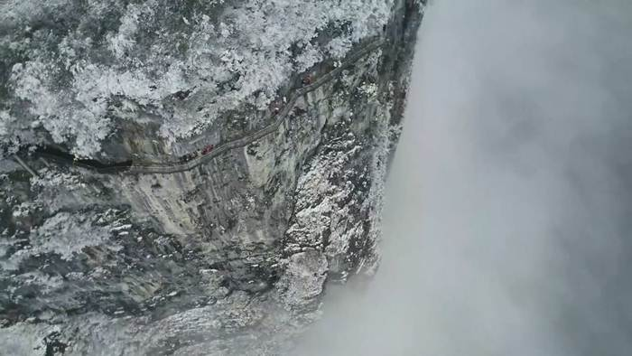 เหนือคำบรรยาย! ทิวทัศน์เทือกเขาจีน บันดาลแดน 'อวตาร' ยามเหมันต์