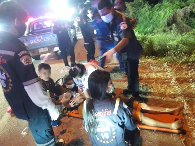 หนุ่มใหญ่พา 7 สาวทัวร์ ซิ่งกระบะตกคลอง ตาย 1 เจ็บอีก6 ราย