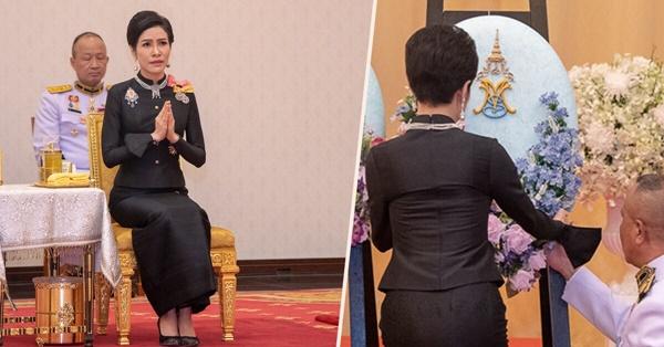 ความหมายของอักษรย่อ MVS ต่างสีบนพวงมาลา! สีม่วงของสมเด็จพระบรมราชินี สีฟ้าของเจ้าคุณพระสินีนาฎ!!