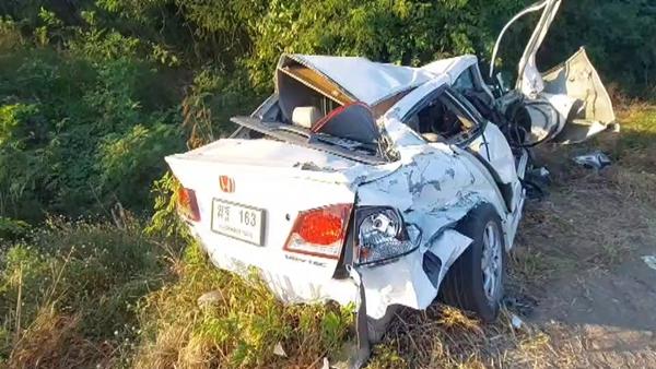 เกิดอุบัติเหตุรถชนกัน 4 คันรวด  ตาย 2 เจ็บ 1 บนถนพหลโยธิน