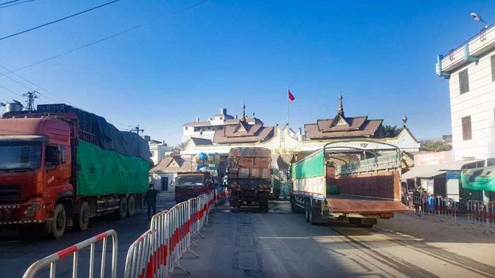 เร่งฟื้นการค้าพม่า-จีนท่ามกลางโควิด ทดลองเปิดประตูสินค้าที่หมู่เจ้ 24 ชม.