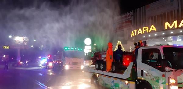 สนธิกำลัง เร่งทำความสะอาด-ฉีดพ่นยาฆ่าเชื้อโควิด-19 เมืองศรีราชา หลังสถานการณ์เริ่มทวีความรุนแรง