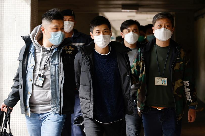 โดนเรียบ! ตำรวจฮ่องกงกวาดจับนักเคลื่อนไหวเรียกร้องประชาธิปไตยกว่า 50 คน