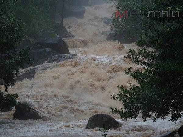 พัทลุงฝนตกหนักมวลน้ำป่าหลากท่วมบ้านเรือนประชาชนในพื้นที่ลุ่ม