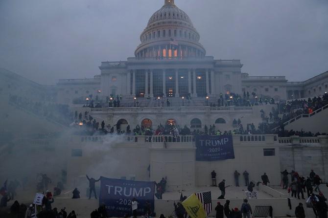 """อับอายขายหน้า! โลกรุมประณามม็อบหนุนทรัมป์โจมตีประชาธิปไตยฮือบุก """"สภา"""" กดดันเปลี่ยนผลเลือกตั้ง ไบเดนสับเป็นการ """"ก่อกบฏ"""" (ชมคลิป)"""