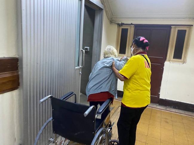 พม. อบรมให้ความรู้ จิตอาสา 300 คน ช่วยเหลือคนพิการ เด็ก ผู้สูงอายุ ในระบบขนส่งช่วงปีใหม่