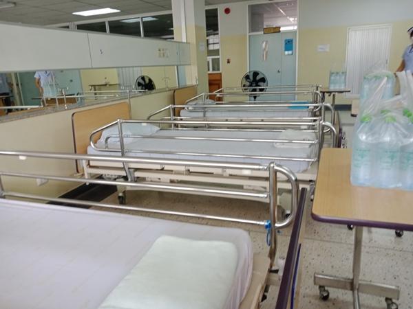 เปิดแล้วโรงพยาบาลสนามป่าโมก รองรับผู้ติดเชื้อประมาณ 80 เตียง