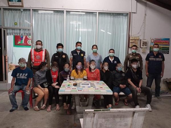 รวบชาวเวียดนาม 8 ราย ขณะลักลอบเข้าไทย บริเวณด่านตรวจคัดกรองโควิด-19