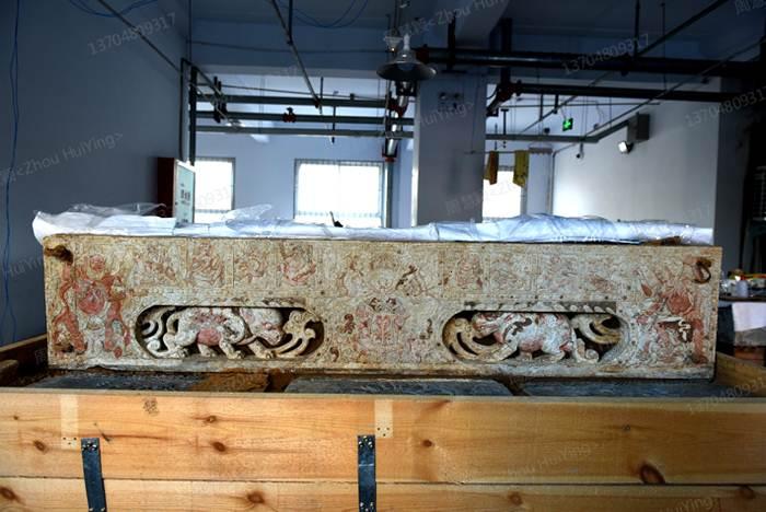 ฐานของเตียงหินอ่อนในสุสานโบราณของคู่สามี-ภรรยายุคราชวงศ์สุย ในเมืองอันหยาง มณฑลเหอหนาน ตอนกลางของจีน (ภาพจาก ไชน่า เดลี่)