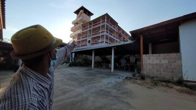 คนแม่สอดผวาเชื้อโควิด!เด็กเอนฯ-พนง.บ่อนฝั่งพม่า กักตัวกลางชุมชน ทั้งนั่งนอกห้องสูบบุหรี่-ชมวิว