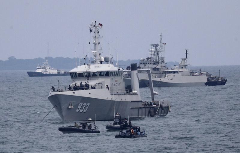 เรือของกองทัพเรืออินโดนีเซียยังคงติดตามค้นหาซากเครื่องบินโดยสารสายการบินศรีวิจายา แอร์ กันต่อในวันจันทร์ (11 ม.ค.)