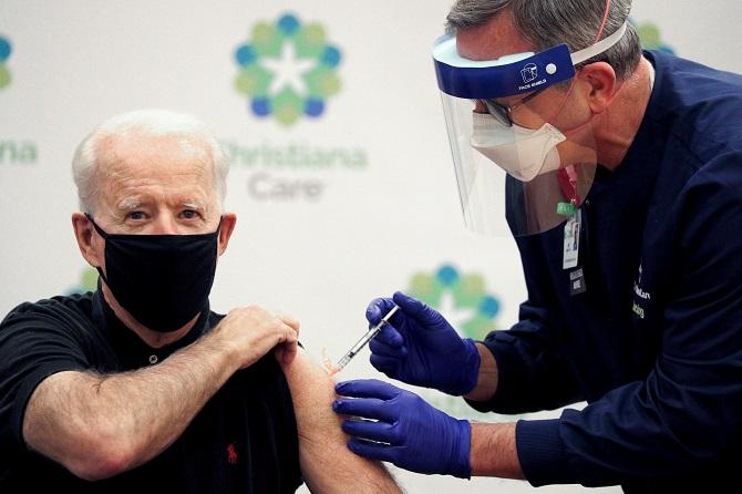 'ไบเดน'ฉีดวัคซีนโควิด-19โดสที่ 2 สับ'ทรัมป์'ไม่ควรอยู่ในตำแหน่งต่อ