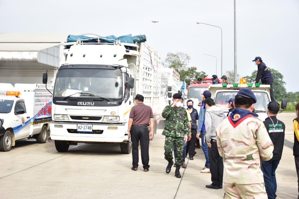 ด่านชายแดนแม่สายเข้มรถสินค้าไทยไม่มีใบตรวจโควิดฯห้ามผ่านเข้าพม่า