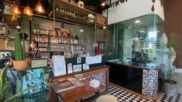 ร้านโรตี สูตรโบราณ กว่า 30 ปี จากรถเข็น สู่ร้านนั่งทานใจกลางเมือง กรุงเก่า