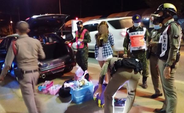 ไม่เนียน?!  รวบ2 สาวชาวกาญจน์ คาด่าน พร้อมยาบ้า 4 หมื่นเม็ดอ้างเพื่อนฝากถุงขนมไปให้ญาติ