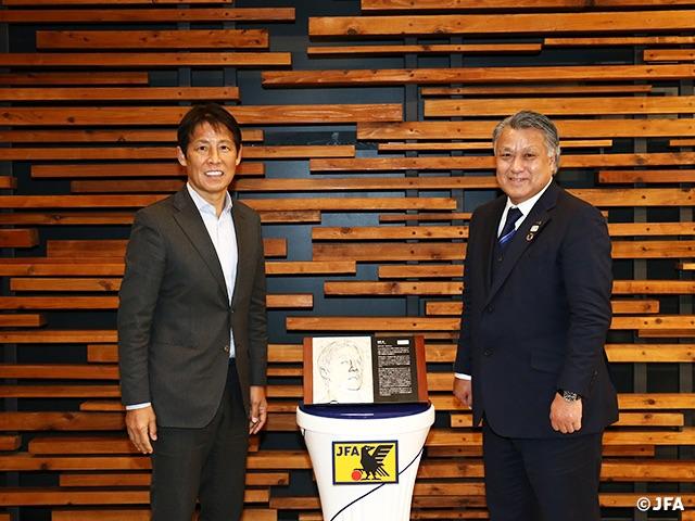 """สุดยอด! """"นิชิโนะ"""" เข้า Hall of fame ของญี่ปุ่น ได้รับเหรียญเกียรติยศ"""