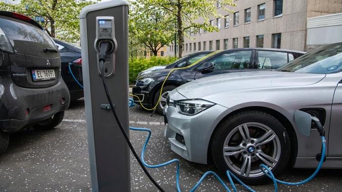 นอร์เวย์ซึ่งเป็นผู้ผลิตน้ำมันรายใหญ่ที่สุดในยุโรปตะวันตก กำลังก้าวไปข้างหน้าในการใช้พลังงานทางเลือก จากรถยนต์ไฟฟ้า เนื่องจากได้รับเงินอุดหนุนจำนวนมาก (เครดิตภาพ เอเอฟพี)