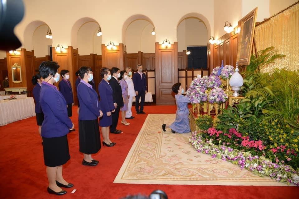 สมเด็จเจ้าฟ้าฯ กรมพระศรีสวางควัฒน โปรดให้เชิญแจกันดอกไม้ไปทูลเกล้าฯ ถวายพระพร กรมสมเด็จพระเทพ