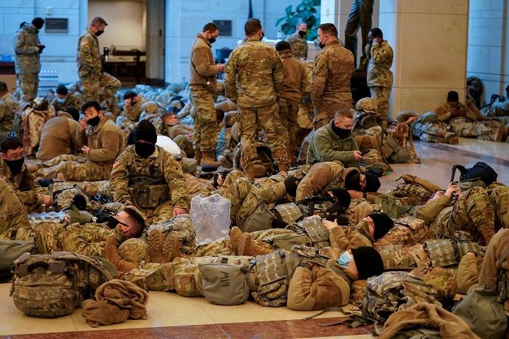 ภาพบาดใจประชาธิปไตยสหรัฐฯ!ทหารนอนเกลื่อนรัฐสภา ราวกับครั้งเกิดสงครามกลางเมือง(ชมคลิป)