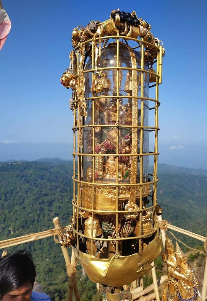 ยอดฉัตรพระธาตุอินทร์เเขวน (ภาพ : เพจ ไหว้พระพม่า)