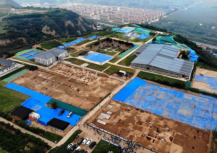 พื้นที่ขุดค้นซวงหวยซู่ ในตำบลเหอลั่ว เมืองก่งอี้ มณฑลเหอหนานทางตอนกลางของจีน (ภาพ : ซินหัว)