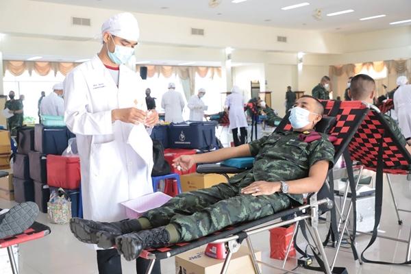 ทหาร-ตำรวจ ตบเท้าร่วมบริจาค ให้ สภากาชาดไทย หลังเกิดปัญหาวิกฤติโควิด-19 แพร่ระบาด